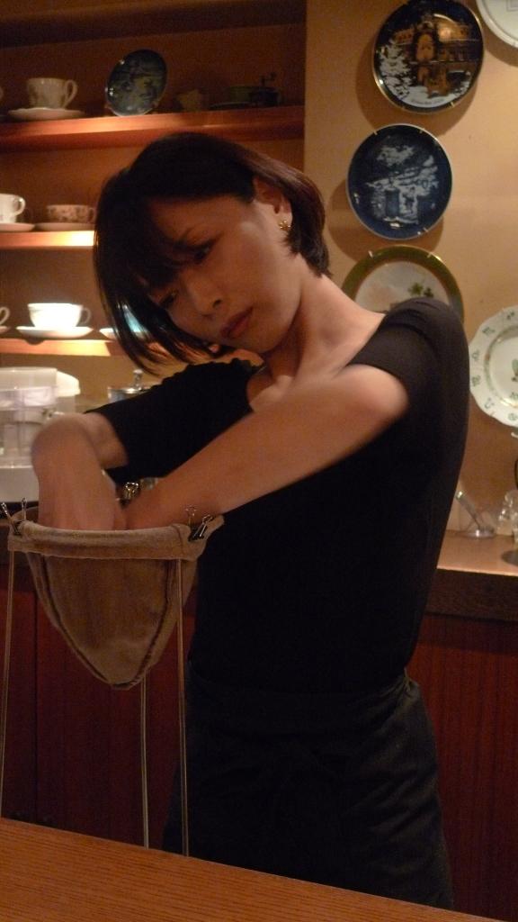 Barista Hanae Nakagawa preparing a large cloth to brew coffee / Cafe Rim, Ginza, Tokyo, Japan / Leica D-Lux 4
