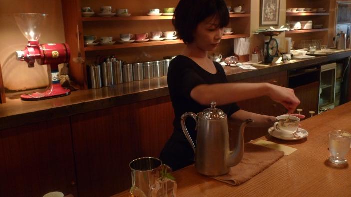 Barista Hanae Nakagawa / Cafe Rim, Ginza, Tokyo, Japan / Leica D-Lux 4