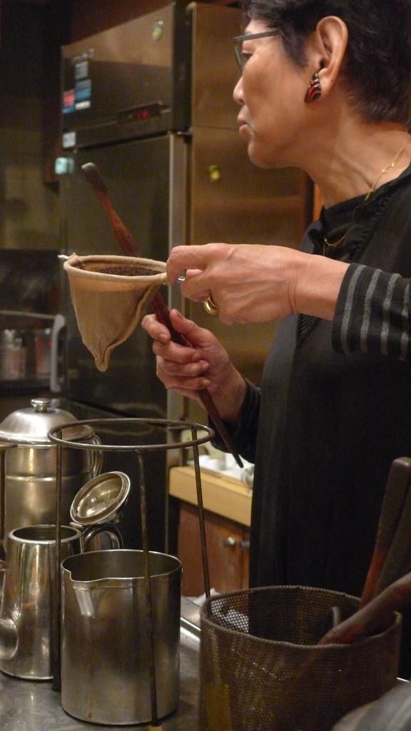 Masae Nagata / Coffee Reino, Roppongi, Tokyo, Japan / Leica D-Lux 4